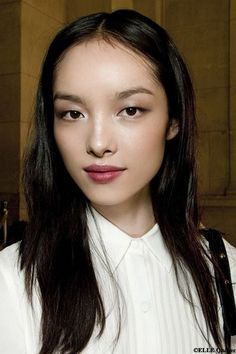 Natural Makeup - Les mannequins racées au top: Fei Fei Sun Plus - You only need to know some tricks to achieve a perfect image in a short time. Pretty Makeup, Love Makeup, Beauty Makeup, Hair Makeup, Hair Beauty, Make Up Looks, Professionelles Make Up, Monolid Makeup, Asian Eye Makeup