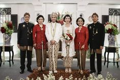 Intimate Backyard Wedding of Rara and Ben - Owlsome of simple decoration Wedding Reception Attire, Wedding Suits, Wedding Dresses, Javanese Wedding, Indonesian Wedding, Kebaya Wedding, Model Kebaya, Akad Nikah, Wedding Preparation