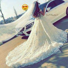 Cute Girl Photo, Girl Photo Poses, Girl Poses, Arab Wedding, Wedding Couples, Wedding Bride, Indian Wedding Couple Photography, Royal Dresses, Stylish Girl Pic