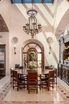 Love the high ceiling & sky light ambience Mediterranean Chandeliers, Mediterranean Homes, Home Design Plans, Home Interior Design, Interior Ideas, Tuscan Decorating, Decorating Ideas, World Decor, Tuscan Design