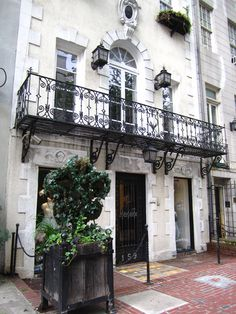 I would love to live in a Upper East Side home like this..
