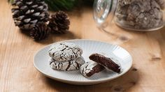 Becel Anything Goes Cookie Dough Mocha Crinkle Cookies - just made thse: kids love them! Crunchy on the outside with a cake-like center. Monster Food, Cookie Monster, Christmas Baking, Christmas Recipes, Christmas Cookies, My Favorite Food, Favorite Recipes, Moka, Cookie Recipes