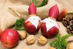 Nikolausäpfel #fun #easy #healthy #decor #foodie #yummy #vitamin #kids #christmas #selfmade #diy #nuts #apple #paper #red