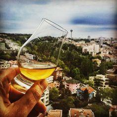 Geçtiğimiz sene tam da bugünlerde kadehimi memleketim Ankara'da Atakule'ye kaldırmışım Mayıs ayı başında bir toplantı için tekrar Ankara'da olacağım. Bu fırsatla 6 Mayıs'ta gündüz saatlerinde bir Viski 101 düzenlemeyi planlıyorum. Ayrıntılı bilgi için viski101@meleklerinpayi.com adresine bir e-posta atmanız yeterli -------------- #viski #whisky #whiskey #singlemalt #bourbon #burbon #scotch #scotland #viskitadimi #maltingunu #meleklerinpayi #whiskyporn #whiskylove #whiskygram #InstaLike…