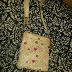 Coach crossbody MAKE N OFFER Really cute used coach bag it's a pretty clean bag you can see really mild rubbing on bottom corners.  Has a little bit of pen markings.  Please refer to pictures as part of the despciption and ask questions: ) Coach Bags Crossbody Bags