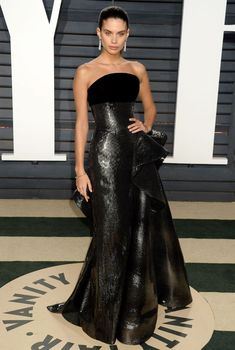 Sara Sampaio dressed in Ralph & Russo Couture gown at the 2017 Vanity Fair Oscar Party. #glamorous #bestdressed #oscars #academyawards #oscarawards #celebrity #celebritystyle #fabfashionfix #sarasampaio