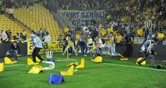 Kadıköy Şükrü Saraçoğlu Stadyumu'nda 2012 yılı Mayıs ayında oynanan Fenerbahçe-Galatasaray karşılaşması sonrasında saha dışında çıkan olaylarla ilgili 22 kişi hakkında, 10 yıla kadar hapis cezası istemiyle açılan davanın karar duruşması görüldü.