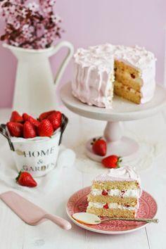Tarta de fresas, nata y merengue | Con aroma de vainilla