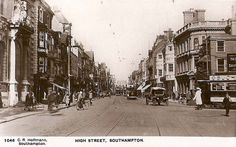 hampshire, southampton high street in the 1920s with vintage trams and motor cars.jpg (930×580)