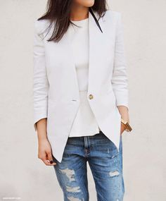 blusa branca de manga comprida justa + colete + jeans