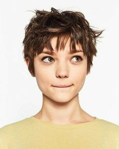The pixie cut is the new trendy haircut! Put on the front of the stage thanks to Pixie Geldof (hence the name of this cup!), Many are now women who wear this short haircut. Character Inspiration, Hair Inspiration, Design Inspiration, Pixie Hairstyles, Pixie Haircuts, 2018 Haircuts, Latest Haircuts, Hairstyles 2018, Medium Hairstyles
