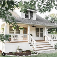 New house facade traditional curb appeal 30 Ideas Farmhouse Paint Colors, Exterior Paint Colors For House, Paint Colors For Home, Farmhouse Design, Country Farmhouse, Exterior Colors, Paint Colours, Country Decor, Simple House Exterior