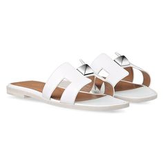 "Oran Hermes ladies' sandal in calfskin with palladium plated ""2 Clous Pyramides"" hardware, leather sole, hazelnut lining"