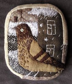"Елена Пинталь ""Голубь"" Art Textile, Textile Jewelry, Fabric Jewelry, Textile Artists, Fabric Birds, Fabric Scraps, Embroidery Fabric, Embroidery Stitches, Fabric Decor"