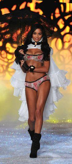 ♥ Shanina Shaik- Victoria's Secret Angels Wings 2011 Fashion Show ♥ http://fashionshowphotos.net/backstage/vsfs-2011-shanina-shaik/
