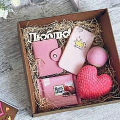 Trendy birthday presents ideas box Ideas - Geschenke Cute Birthday Gift, Birthday Gifts For Best Friend, Birthday Presents, Gifts For Friends, Diy Birthday Box, Christmas Gift Box, Christmas Bows, Homemade Gifts, Diy Gifts