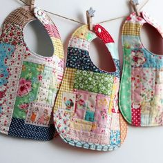 patchwork love - three scrap-happy bibs by nanaCompany. no Bavoir en patchwork Scrap Fabric Projects, Baby Sewing Projects, Sewing Projects For Beginners, Fabric Scraps, Crochet Projects, Diy Projects, Sewing To Sell, Sewing For Kids, Free Sewing