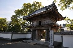 Horin-ji Tempe, situated on the hillside of the Arashiyama #Mountain, has a long history. It starts approximately 1300 years ago, in 713, with the construction of Gyoki Bosatsu (Bodhisattva) by the order of Emperor Genmei. #holyplaces #attractions #japan #tourism