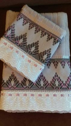 Broderie Bargello, Swedish Weaving Patterns, Swedish Embroidery, Needlework, Diy And Crafts, Lily, Crafty, Stitch, Knitting