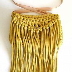 Cómo tejer un bolso de trapillo con flecos fácil - El Cómo de las Cosas Womens Purses, Crochet Stitches, Macrame, Sewing Patterns, Dreadlocks, Crafty, Knitting, My Style, Hair Styles