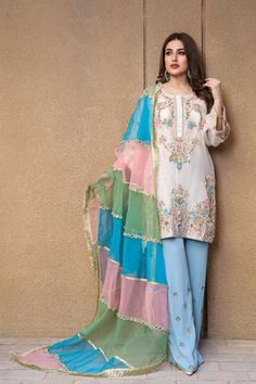 Party Wear Indian Dresses, Pakistani Fashion Party Wear, Designer Party Wear Dresses, Pakistani Bridal Wear, Kurti Designs Party Wear, Dress Indian Style, Indian Fashion Dresses, Indian Designer Outfits, Indian Outfits