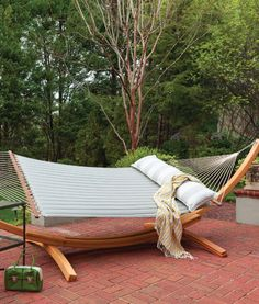 Enjoy a fabulously fine recline in a quilted hammock from Hatteras Hammocks, featuring the best comfort you'll find in a hammock. Backyard Hammock, Backyard Seating, Backyard Patio Designs, Backyard Landscaping, Landscaping Ideas, Diy Backyard Projects, Backyard Ideas, Outdoor Hammock, Outdoor Fun