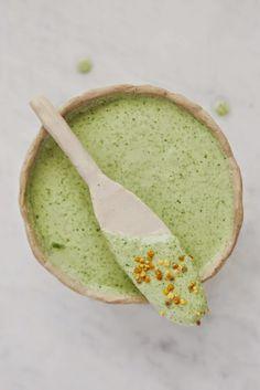 brotes y raíces: Salsa Verde con Mantequilla de Almendras
