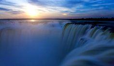 Las Cataratas del Iguazú, en su vista Nocturna. Belleza Argentina!