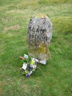 Mass grave marker for Clan Cameron at Culloden. Interactive Network, Scottish Cottages, Chatham Islands, Bonnie Prince Charlie, Clan Macleod, Celtic Pride, Scotland History, My Ancestry, Scottish Gaelic