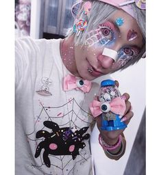 the super cute caz fhey wearing the super cute spiderpai tee Pastel Goth Makeup, Pastel Goth Outfits, Pastel Punk, Pastel Goth Fashion, Kawaii Fashion, Gothic Fashion, Kawaii Makeup, Cute Makeup, Tumblr Aesthetic Clothes