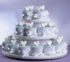 Vocês não querem um bolo clássico e ainda querem fugir dos cupcakes? A nossa dica é fazer bolinhos de minibrownies! Olha como pode ficar bonito e bem diferente! www.noivinhostopodebolo.com