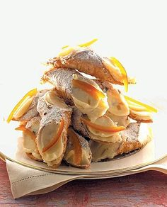 ahhhhhhhhh just delicious! Italian Desserts, Mini Desserts, Just Desserts, Sicilian Recipes, Sicilian Food, Cannoli, Best Food Ever, Chicken Wing Recipes, Love Eat