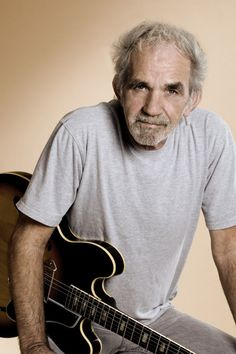 J.J. CALE:    (1938 - 2013) -    SINGER