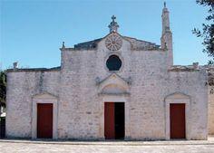 HiPuglia: Il Santuario della Madonna d'Ibernia a Cisternino  http://www.hipuglia.com/2012/08/il-santuario-della-madonna-dibernia.html