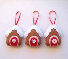 Felt gingerbread house ornaments - *plotz*