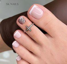 Classy Acrylic Nails, Classy Nails, Stylish Nails, French Pedicure Designs, Toe Nail Designs, Foot Pedicure, Manicure E Pedicure, Pedicure Ideas, Pretty Toe Nails