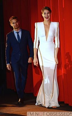 Divergent Berlin premiere---Shailene's happiness and Theo's look of adoration