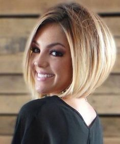 40 Classy Short Bob Haircuts 2019 For Women - Page 32 of 40 - Lead Hairstyles Stacked Bob Hairstyles, Bob Hairstyles With Bangs, Short Bob Haircuts, Hairstyles Haircuts, Pretty Hairstyles, Wedding Hairstyles, Ladies Hairstyles, Everyday Hairstyles, Braided Hairstyles