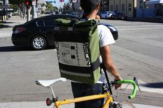 Road Runner Bags, un look d'enfer pour un sac style coursier sur fixie-singlespeed.com Bike Messenger Bags, Urban Cycling, Road Runner, My Ride, Baby Strollers, Gym Bag, Comme, Wheels, Gadgets