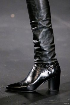 Saint Laurent - Fall 2015 Menswear - Look 8 of 98 Men In Heels, Men S Shoes, Guy Shoes, Mens Heeled Boots, Moda Retro, Mens Fall, Leather Accessories, Leather Men, Leather Jackets