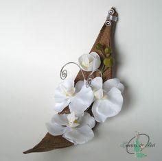 Porte alliances réalisé pour un mariage sur le thème ZEN et MER, avec l'association de l'orchidée, du sable et de la coque de Maripa. Pièce de fabrication unique, créée sur mesure.