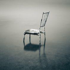 Une chaise pour prendre son temps de savourer un bon moment.. La chaise du pêcheur, photography by Emmanuel Correia.