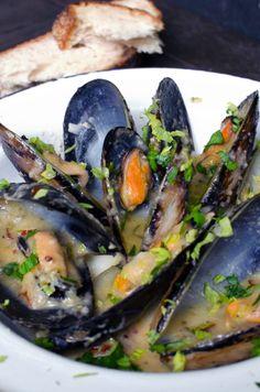mušule na buzaru - Croatian style mussels - Croatia