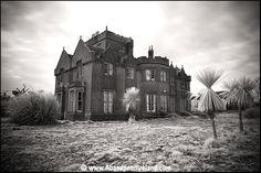 Abandoned Ireland - website of photographer who explores abandoned buildings in Ireland