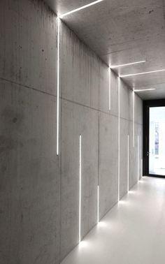 profilés LED encastrés dans les murs et le plafond en béton via Atelier Zafari Architecture Office Interior Design, Office Interiors, Interior And Exterior, Office Designs, Interior Ideas, Design Offices, Lobby Interior, Interior Door, Office Ideas