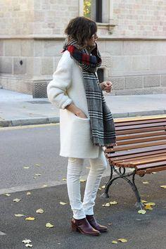 Met oversized tartan sjaal