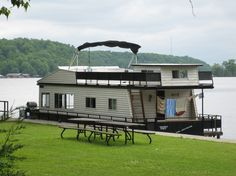 Looking for Kawartha Lakes #Ontario Places to stay? Stay on the water! Happy Days House Boats is headquartered in Bobcaygeon on the Trent Severn Waterway up to 4 bedrooms! on these babies!