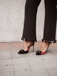 Killer Heels, Carolina Herrera, Dressing, Casual Look, The Chic, Chic Outfits, Pants, How To Wear, Shoes