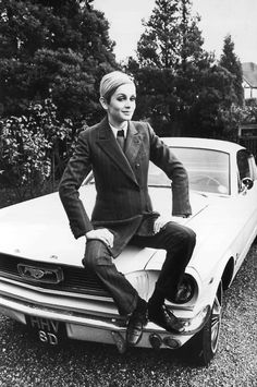 Twiggy - had natty trouser suits made by trendy tailor to the 'now' people, Tommy Nutter