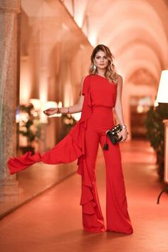 Sexy Off-Shoulder Broad Leg Pure Colour Jumpsuits Red Fashion, Fashion Show, Fashion Outfits, Night Outfits, Cute Outfits, Jumpsuit Elegante, Caroline Daur, Jessica Parker, Look Chic